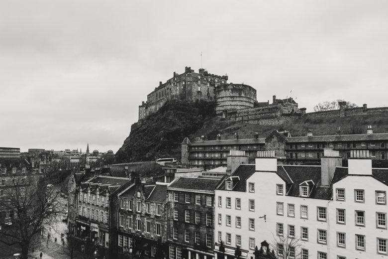 HayleyRyan_EdinburghCastleWedding_ZoeCampbellPhotography_0010