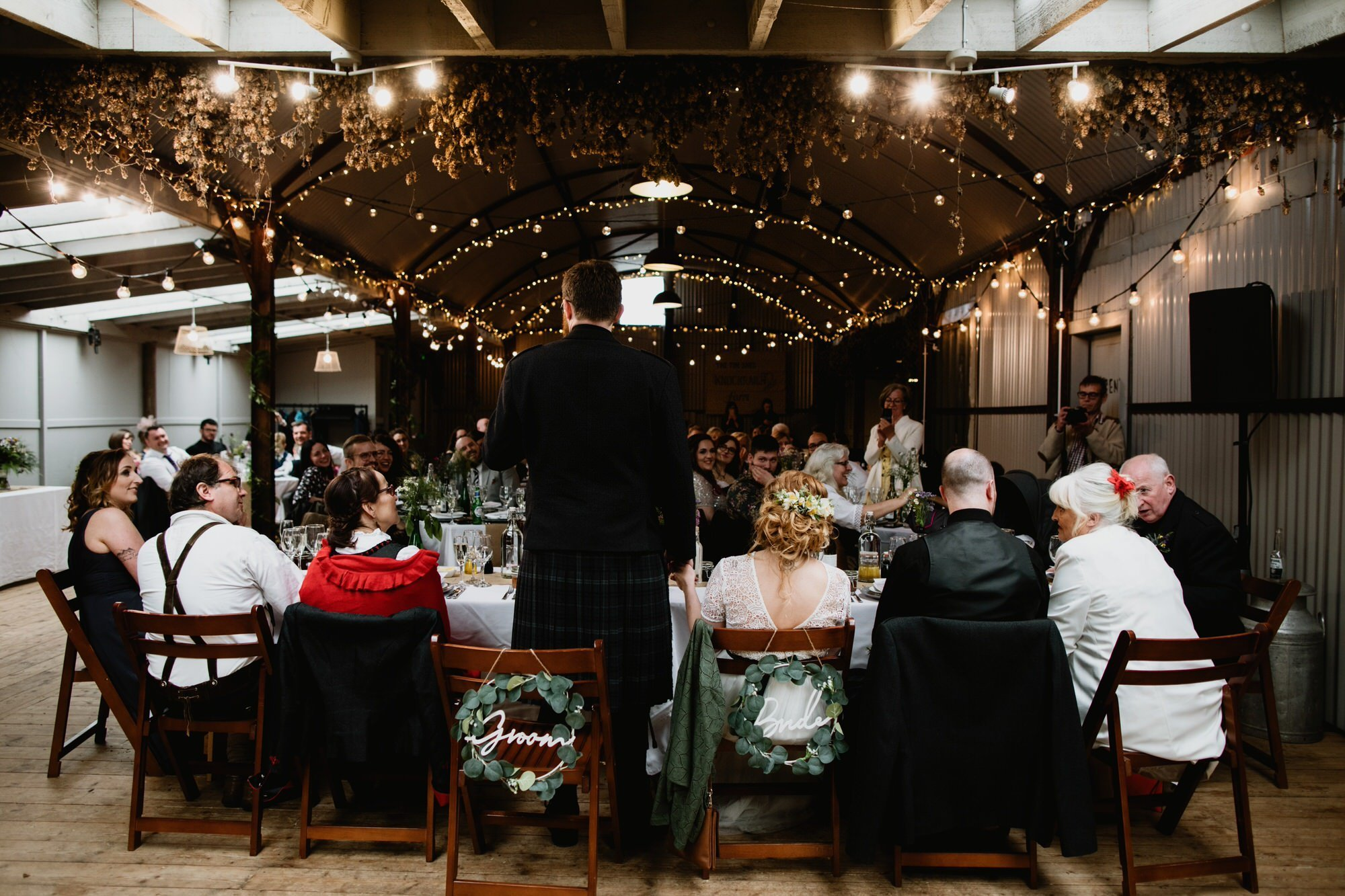 044 WEDDING SPEECHES TIN SHED KNOCKRAICH TOP TABLE AUSTRIAN SCOTTISH ZOE ALEXANDRA PHOTOGRAPHY