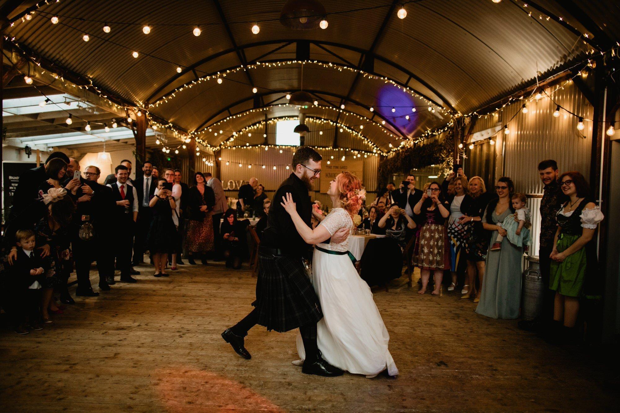 060 FIRST DANCE TIN SHED KNOCKRAICH WEDDING AUSTRIAN SCOTTISH ZOE ALEXANDRA PHOTOGRAPHY