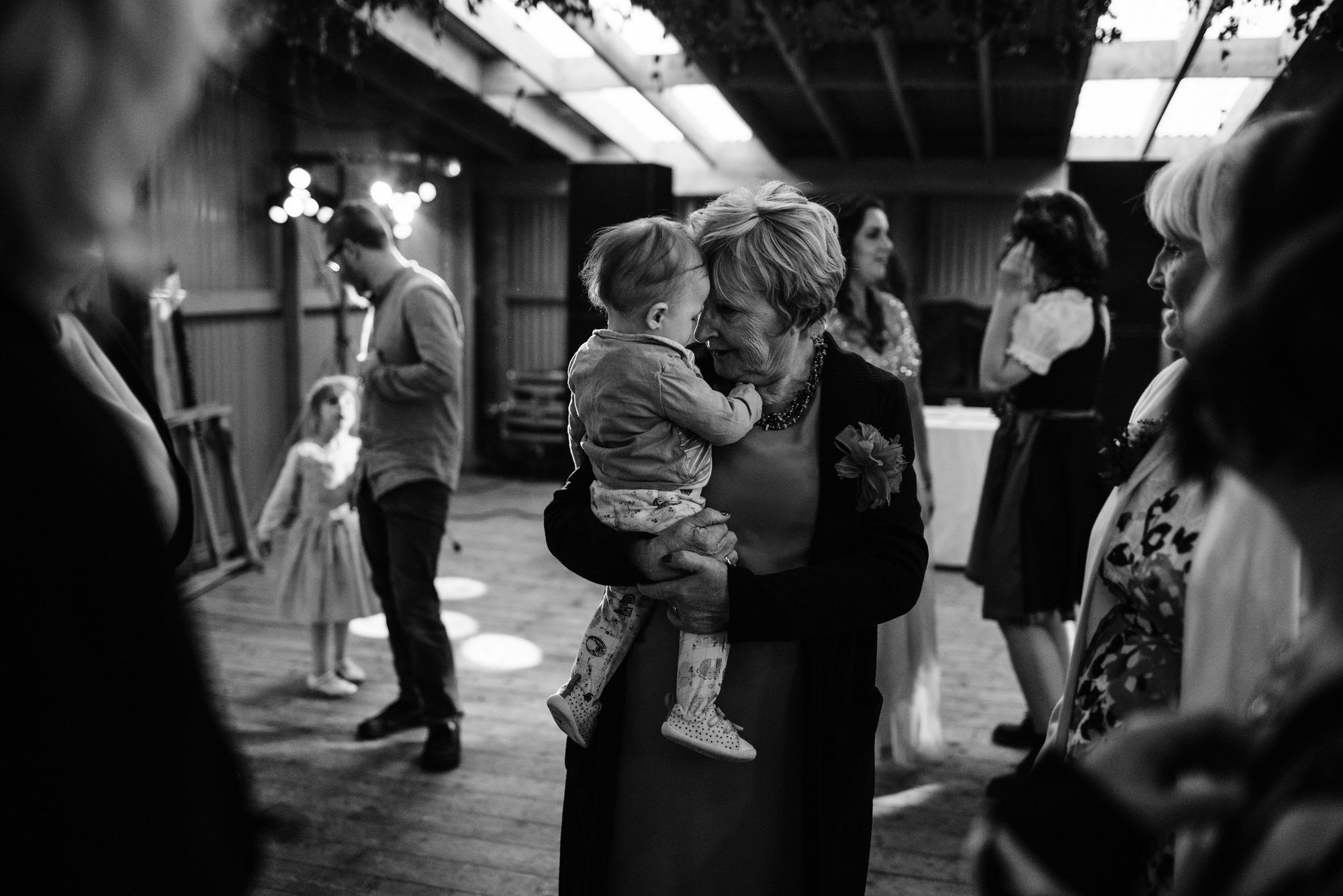 065 TIN SHED KNOCKRAICH WEDDING AUSTRIAN SCOTTISH ZOE ALEXANDRA PHOTOGRAPHY