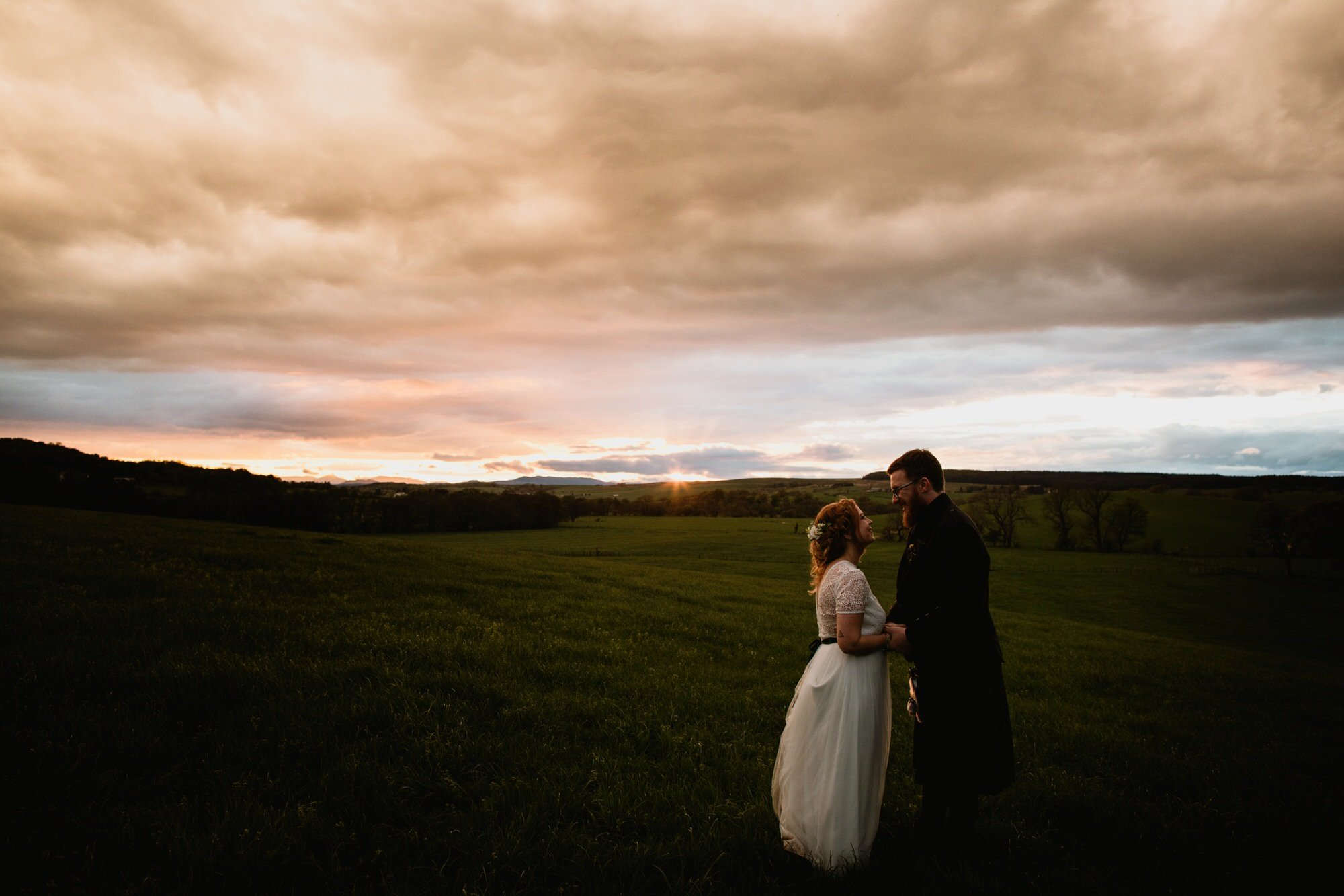 069 FINTRY GOLDEN HOUR SUNSET STIRLINGSHIRE TIN SHED KNOCKRAICH WEDDING AUSTRIAN SCOTTISH ZOE ALEXANDRA PHOTOGRAPHY