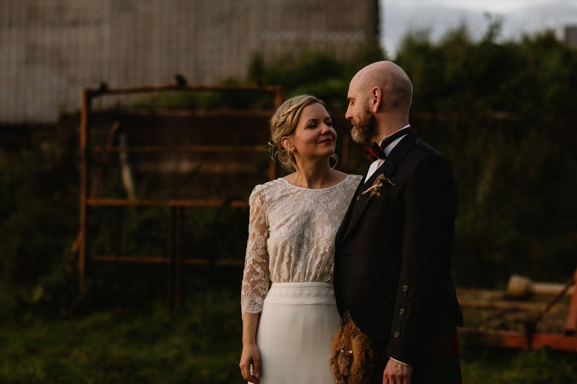 068 SUNSET GOLDEN HOUR TIN SHED KNOCKRAICH WEDDING AUTUMN ZOE ALEXANDRA PHOTOGRAPHY