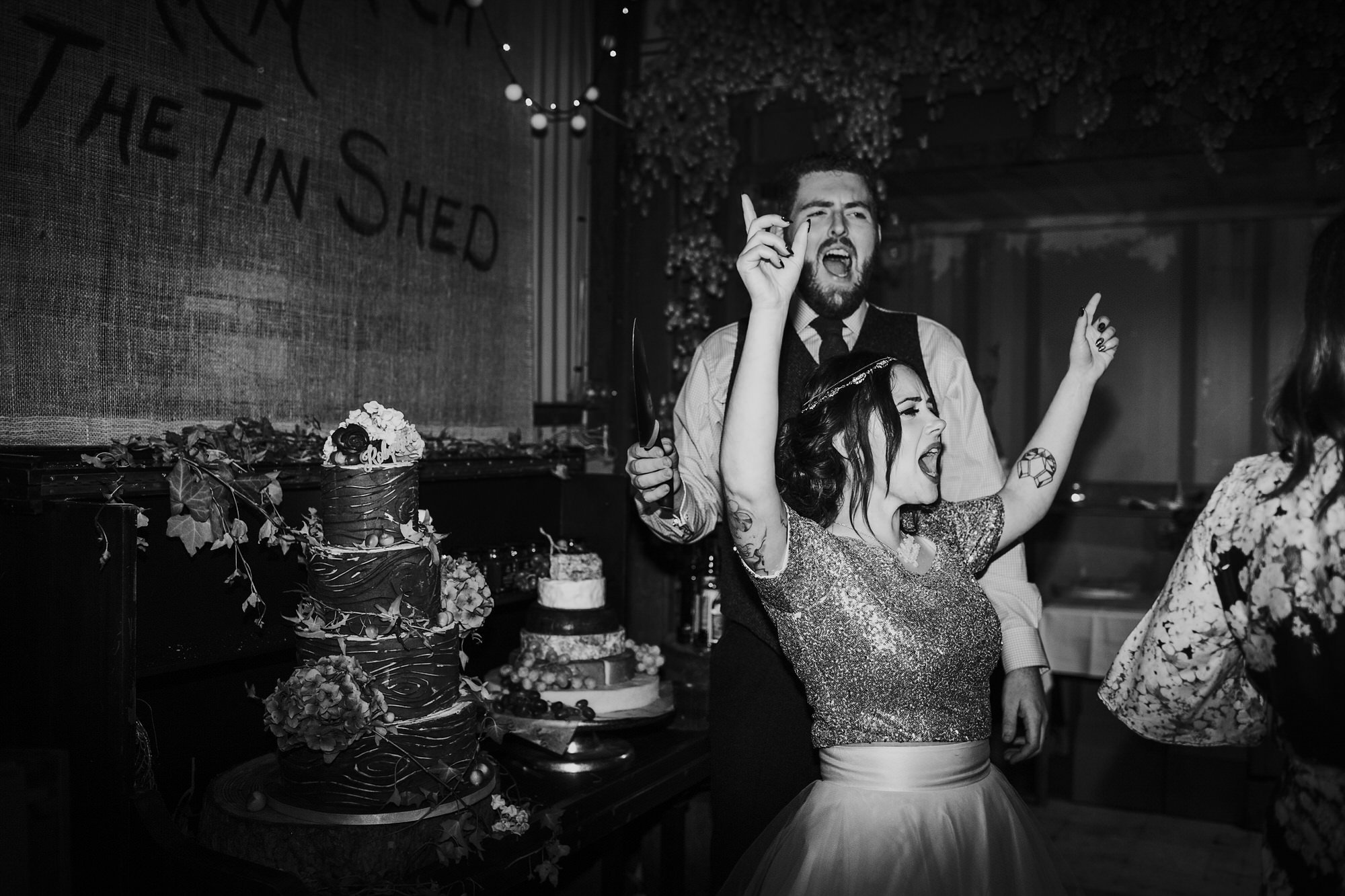 075 TIN SHED KNOCKRAICH FARM WEDDING LITTLE CAKE PARLOUR ALTERNATIVE BRIDE ZOE ALEXANDRA PHOTOGRAPHY