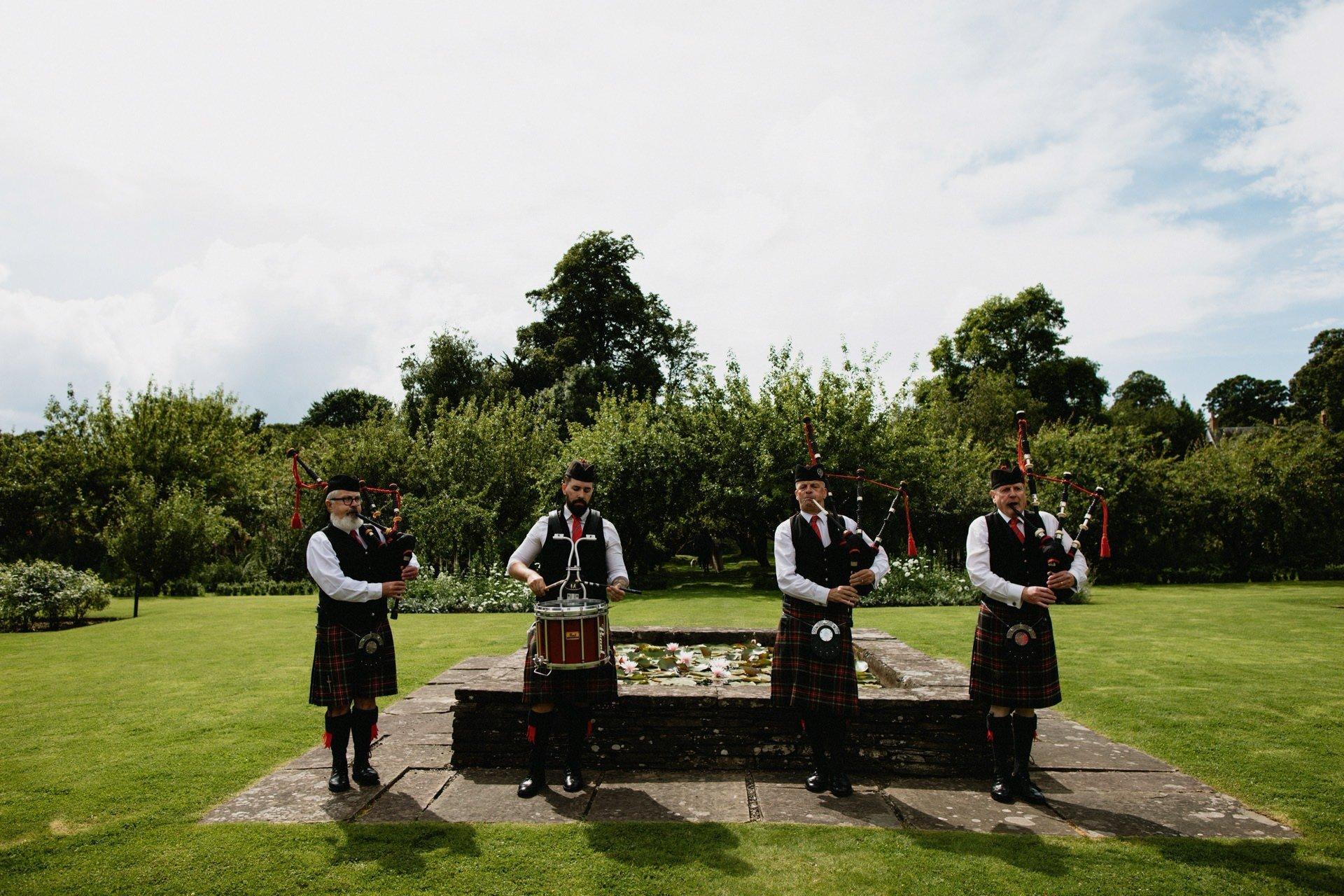 Wedding garden band pipe