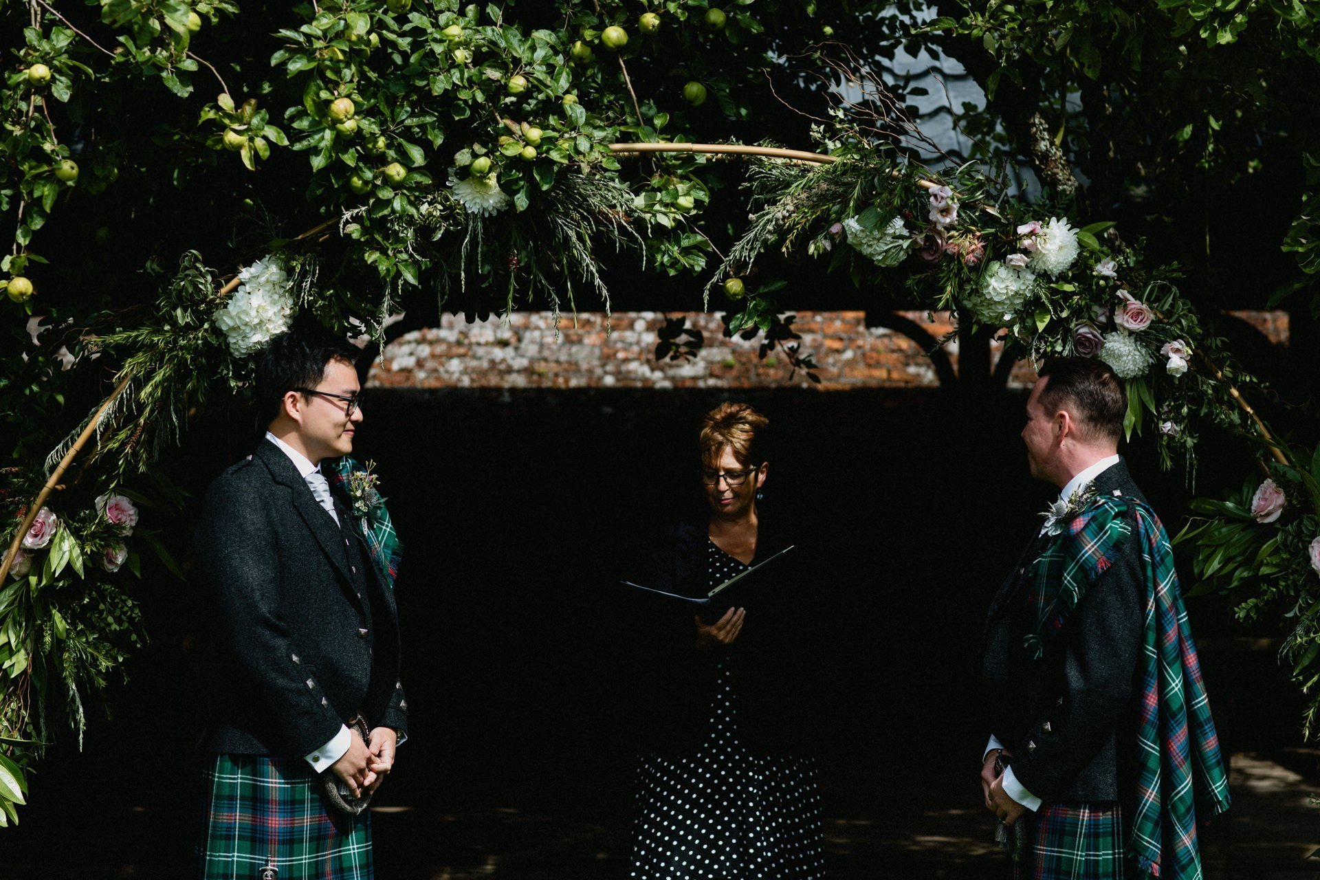 arch inchyra floral ceremony under byre