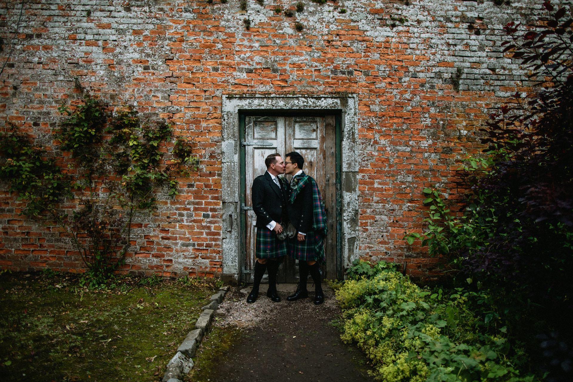 wedding couple kissing byre inchyra walled garden